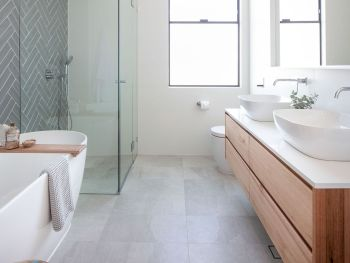70+ Tiles Ideas for Small Bathroom - Get more Ideas in our gallery | #smallbathroom #bathroomdecoration #bathroomideas #bathroomtiles #bathroomdecor #homedecor (92)