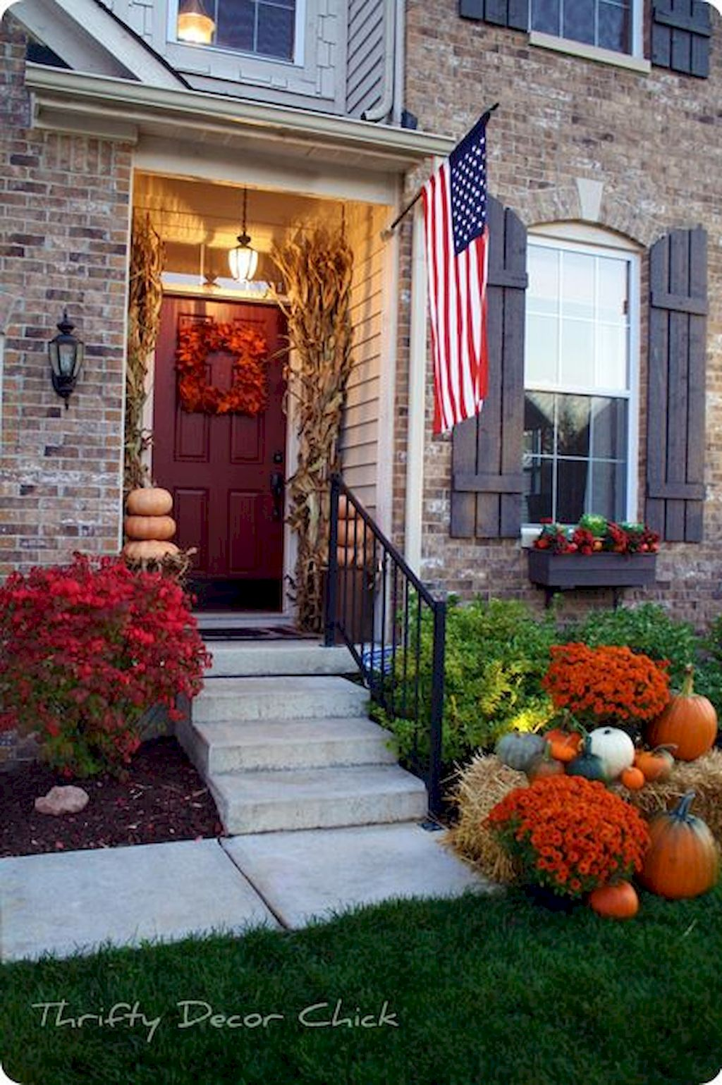 Fall Porch Décor Ideas in Cozy and Cool Style (10)