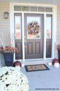 Fall Porch Décor Ideas in Cozy and Cool Style (11)