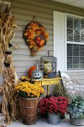 Fall Porch Décor Ideas in Cozy and Cool Style (13)