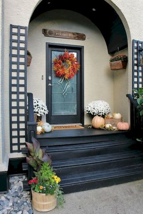 Fall Porch Décor Ideas in Cozy and Cool Style (20)
