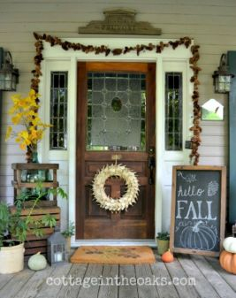 Fall Porch Décor Ideas in Cozy and Cool Style (21)