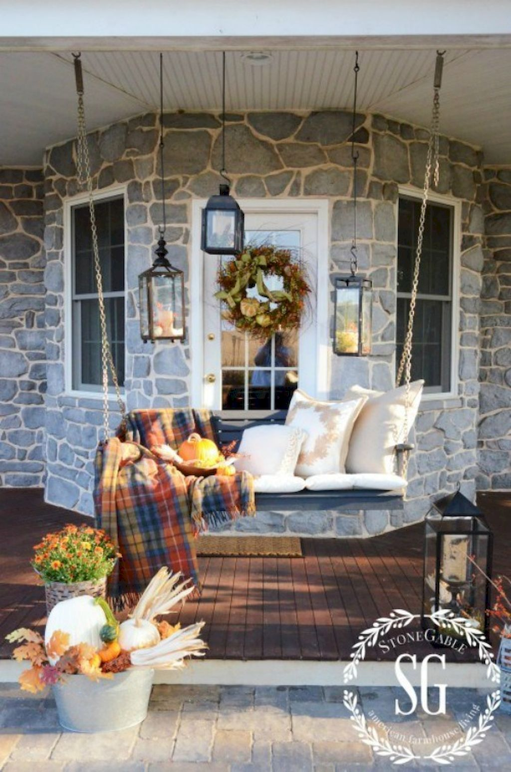Fall Porch Décor Ideas in Cozy and Cool Style (46)