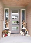 Fall Porch Décor Ideas in Cozy and Cool Style (47)