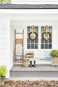 Fall Porch Décor Ideas in Cozy and Cool Style (49)