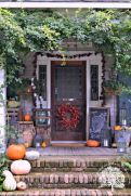 Fall Porch Décor Ideas in Cozy and Cool Style (9)