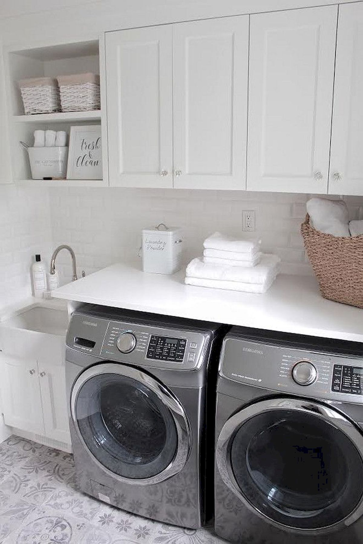 55 Best Small Laundry Room Photo Storage Ideas (39)