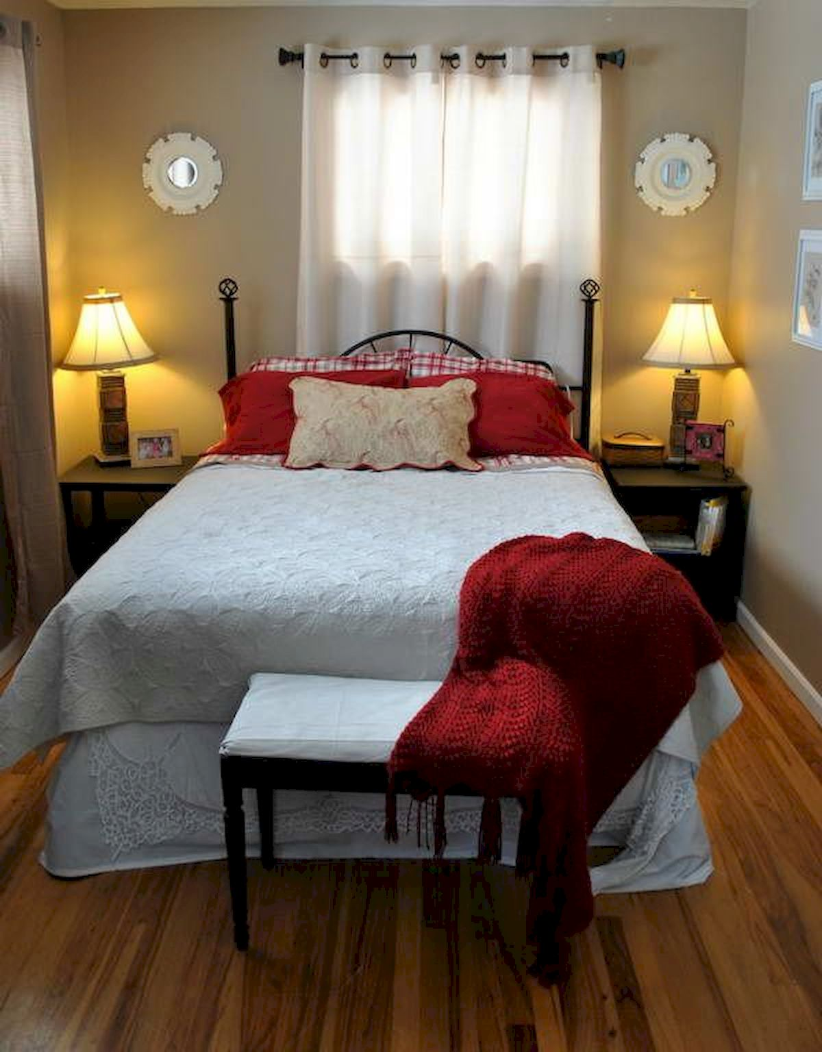 Awesome Small Bedroom Decorating Ideas On A Budget (16)