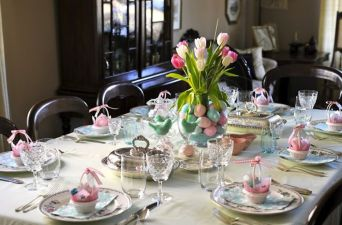 Charming Easter centerpieces and springy table decor ideas to get your Easter party hopping Part 4