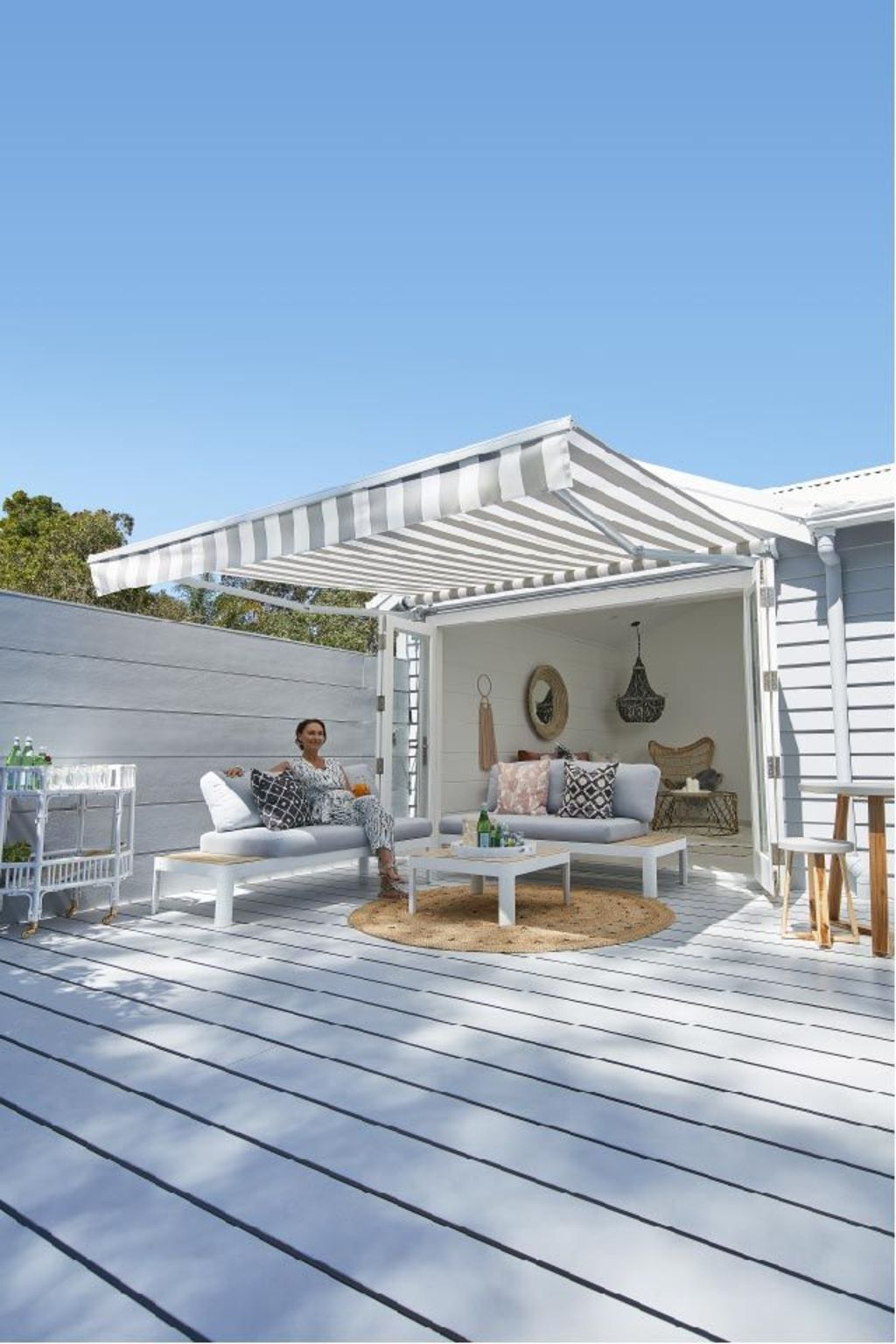 Creative adjustments that will enhance the coziness of the outdoor living space Part 38