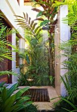 Stunning Outdoor Shower and Bath Spaces That Take You To Urban Paradise Part 31