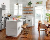 Chic decoration with lots of nautical accents giving a refreshing coastal cottage feel to modern kitchens Image 15