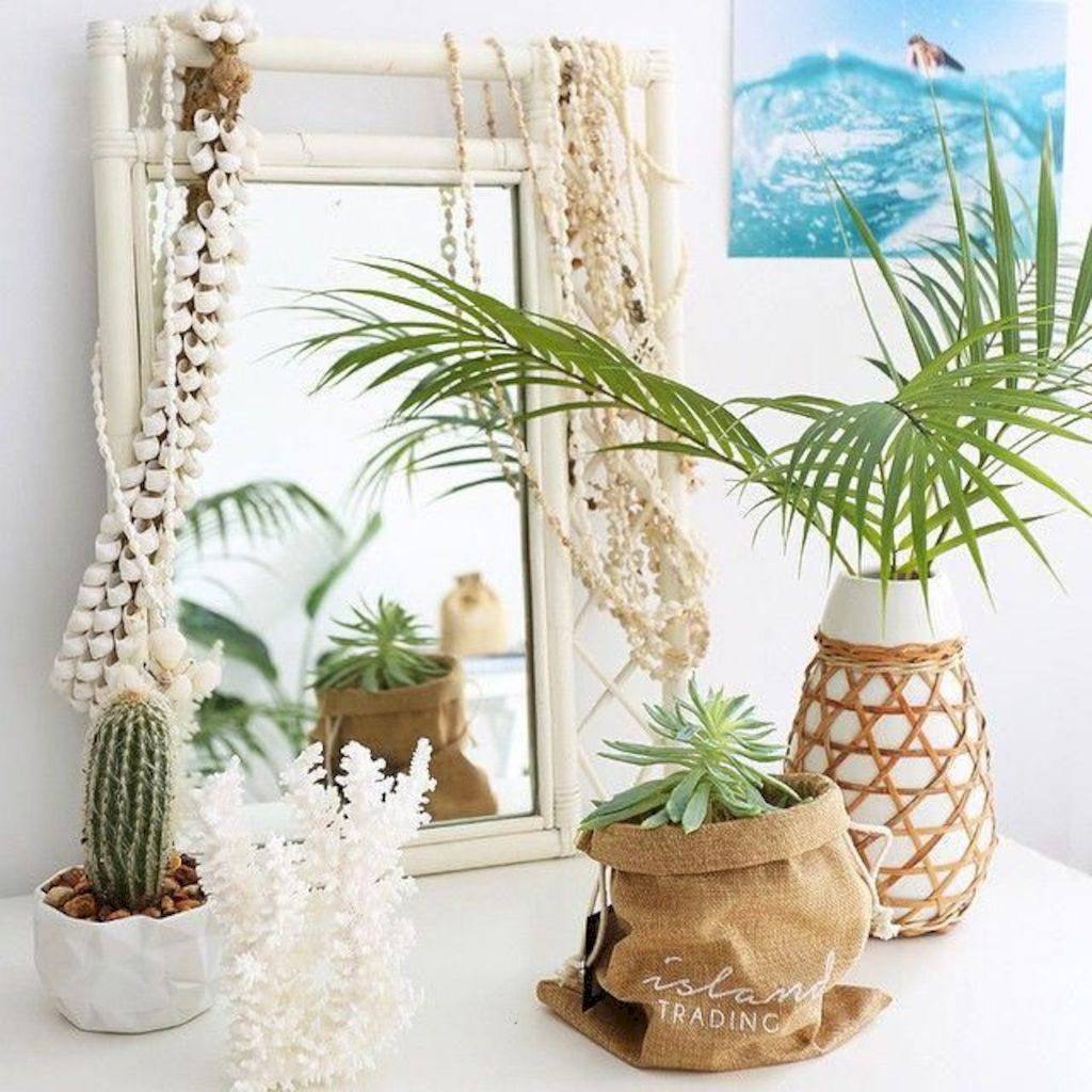 Coastal chic decoration with nautical accessories showing a fresh look in cool beach house styles Image 19