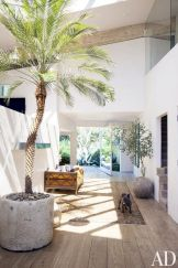 Coastal chic decoration with nautical accessories showing a fresh look in cool beach house styles Image 28
