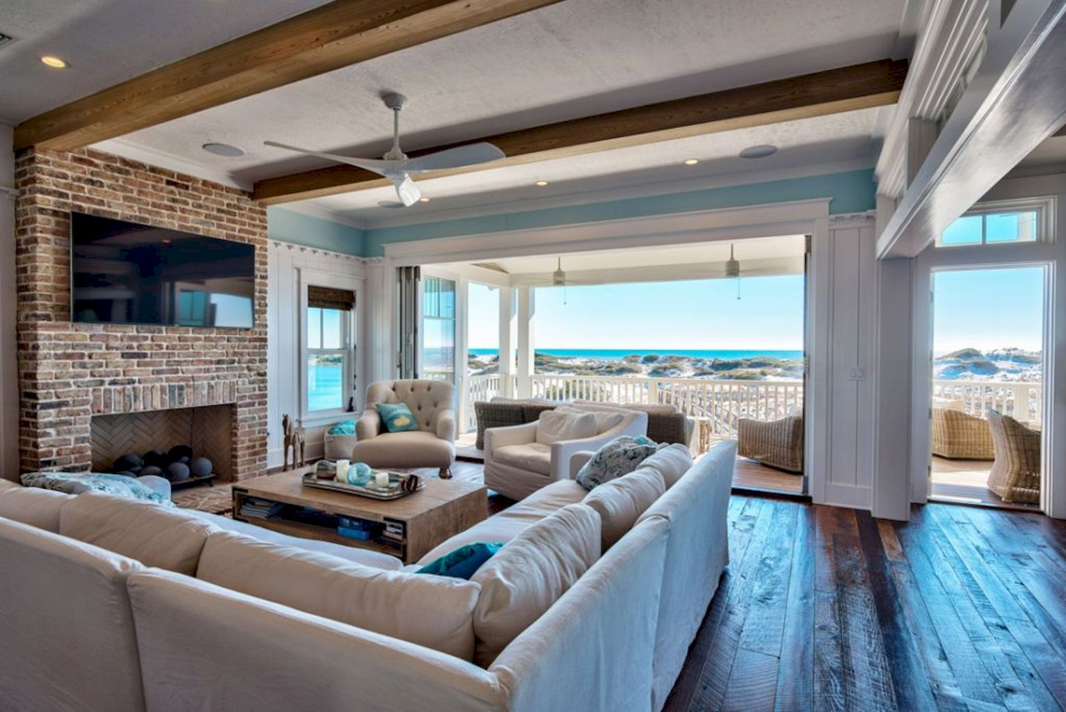 Shining Coastal Home Living Room With Relaxing And Fresh