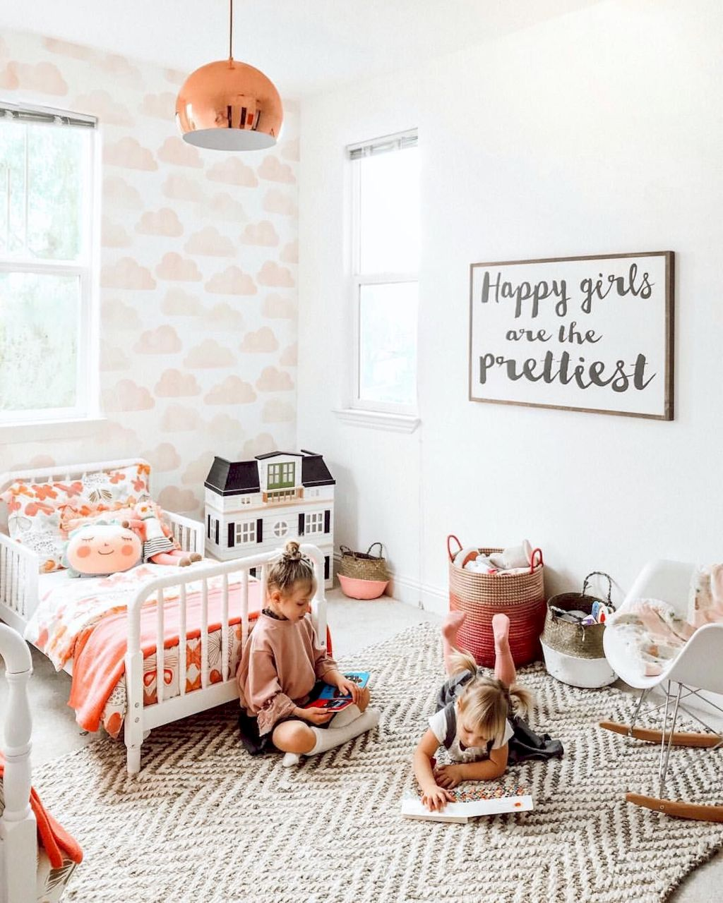 Cozy chic kids bedrooms with a modern touching style that are very lovely with pastel color accent and beautiful decoration Image 19