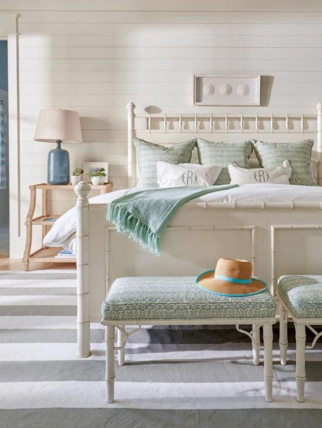 Refreshing home design with a coastal living theme and beach house style perfect inspirations for summer home updates Image 40