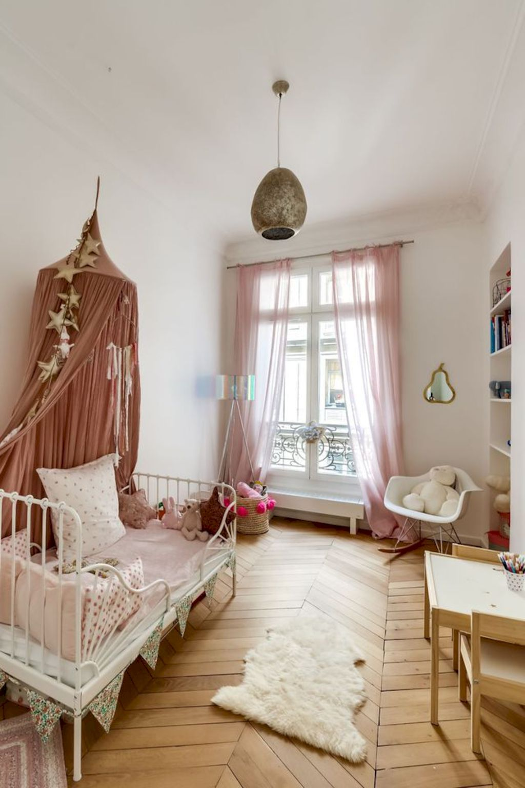 Shabby chic childrens rooms and nurseries with simple and beautiful decorations Image 37