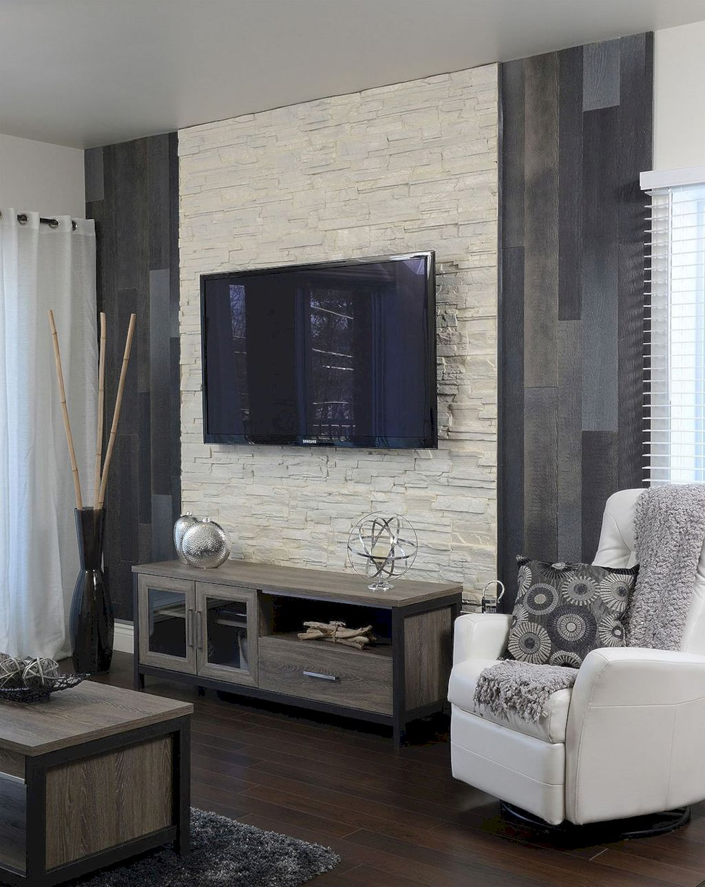 Smart interior upgrade showing wood pallets wall accent that looks amazing in a modern home which includes traditional and rustic element mixing Image 30