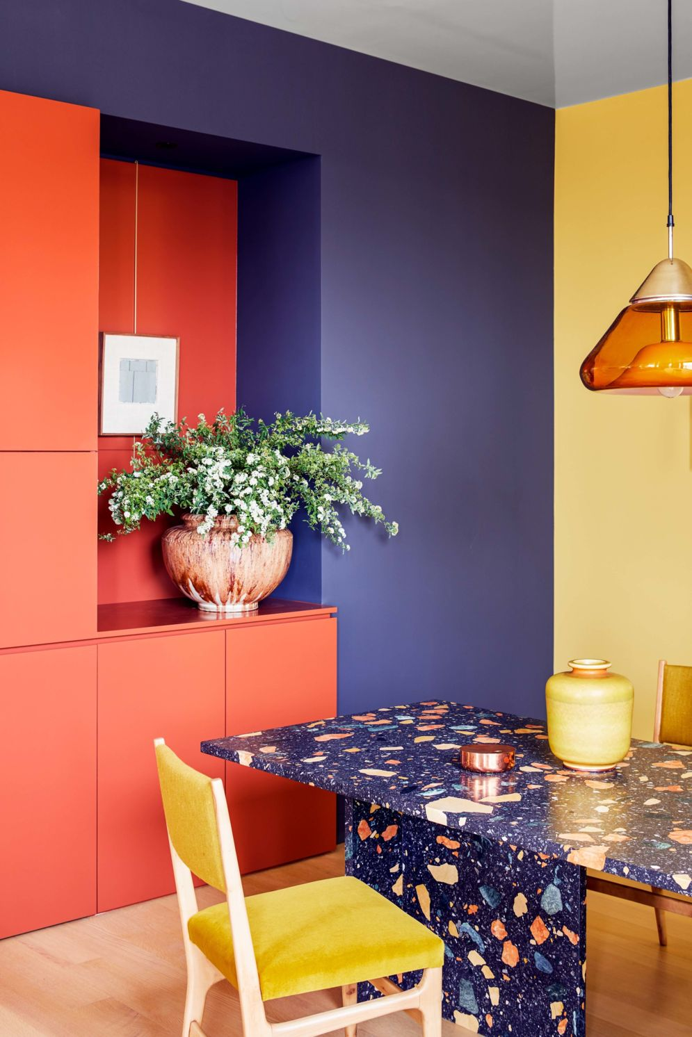 Amazing terrazzo decoration revival giving a cozy look in a warm and friendly interior scheme Image 1
