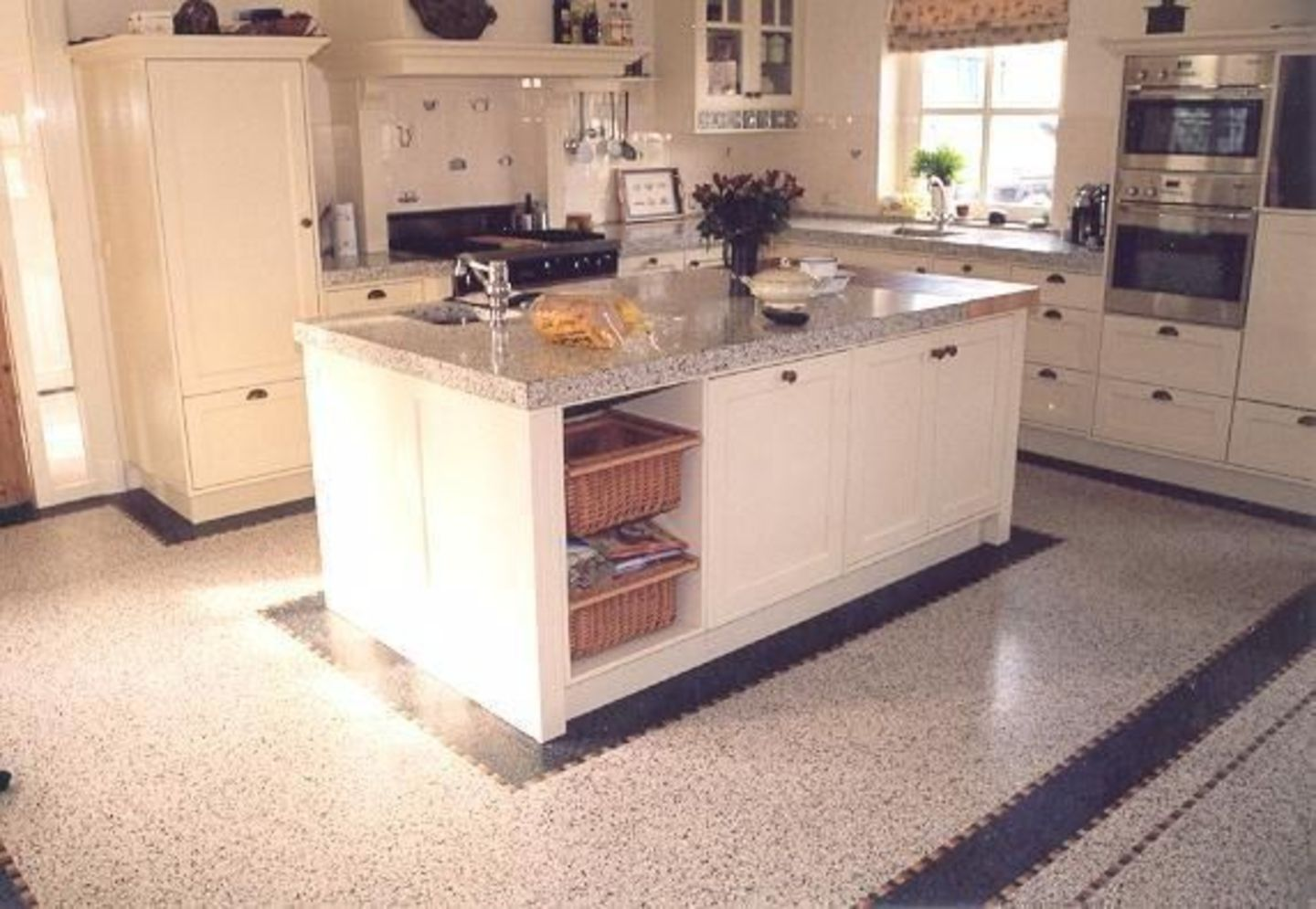 Amazing terrazzo decoration revival giving a cozy look in a warm and friendly interior scheme Image 5