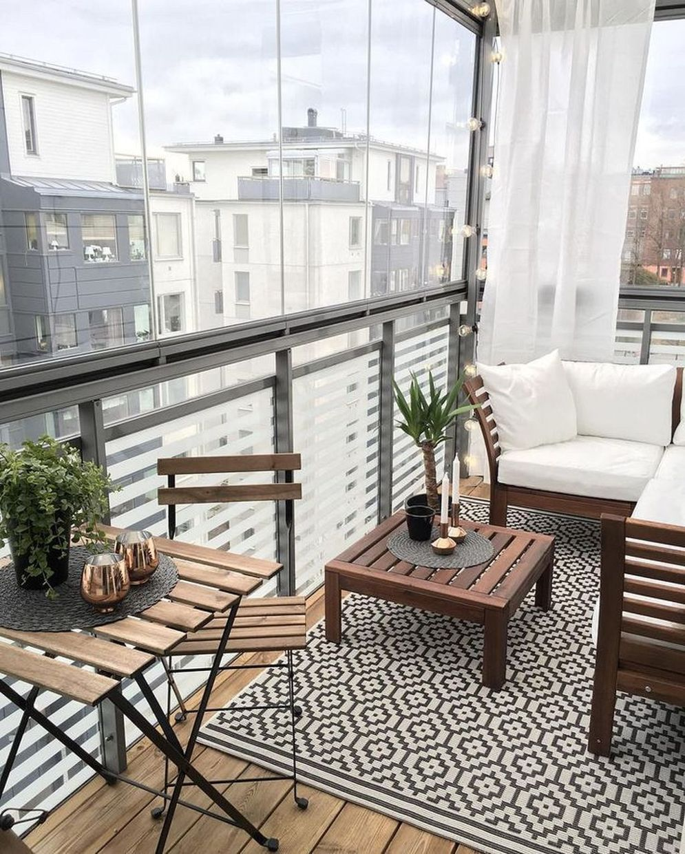 Brilliant apartment balcony ideas converted into cozy living space Image 13