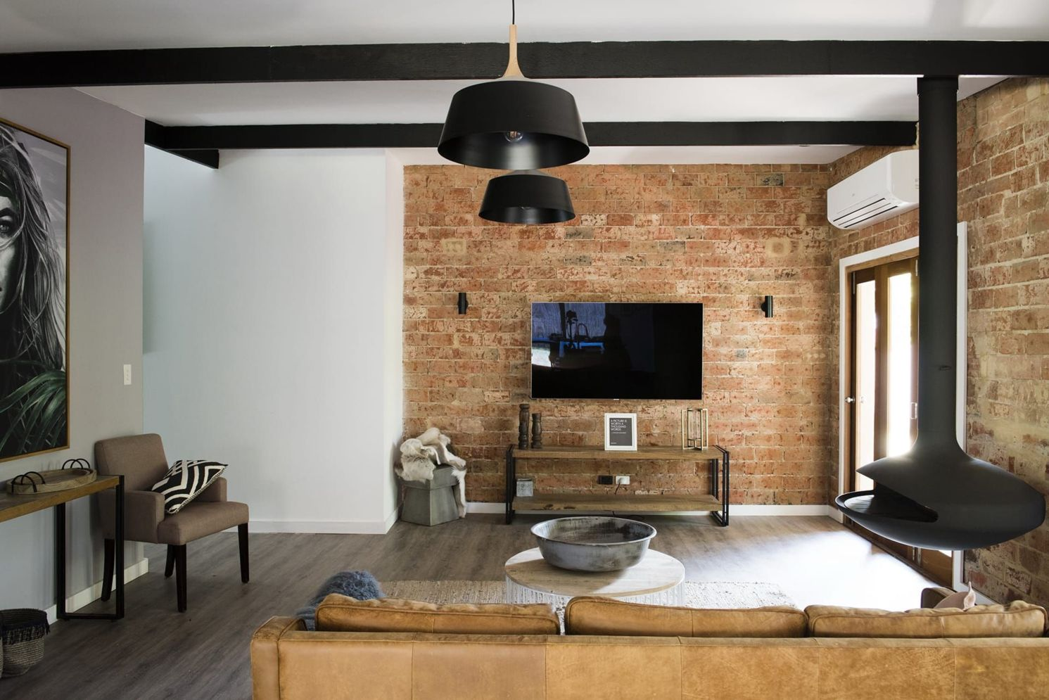 Clever ideas to make exotic interior update with rustic brick wall accents Image 14