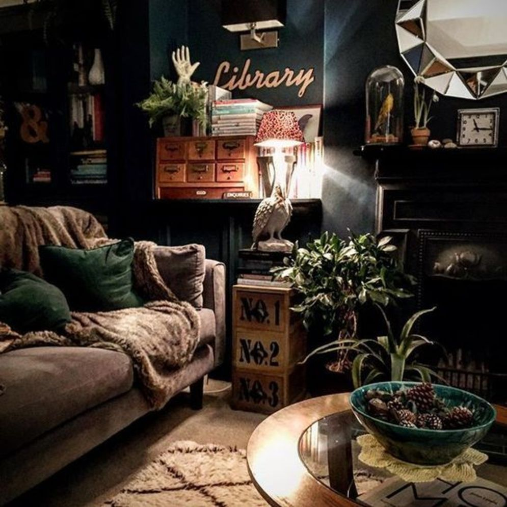 Expressive interior display in multilayering textures and colors showing artsy interior schemes with retro and vintage accents Image 10