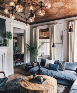 Expressive interior display in multilayering textures and colors showing artsy interior schemes with retro and vintage accents Image 17
