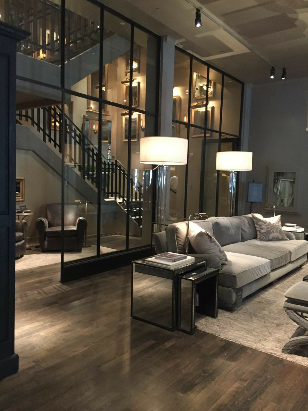 Limitless interior schemes with clever glass partition enlarging wide interior vibes Image 40