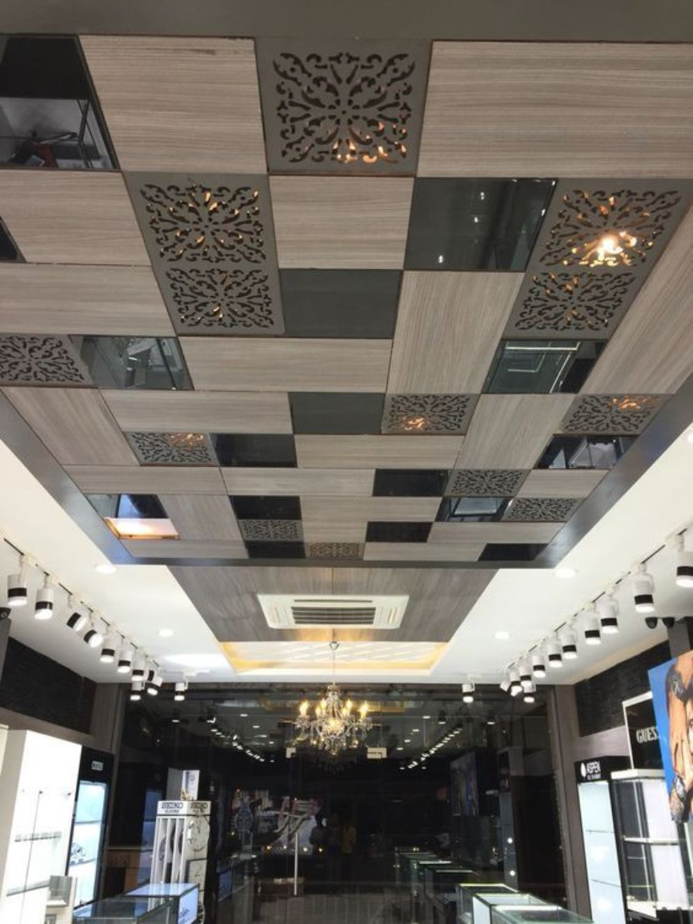 Modern office designs showing artistic false ceiling decoration Image 39