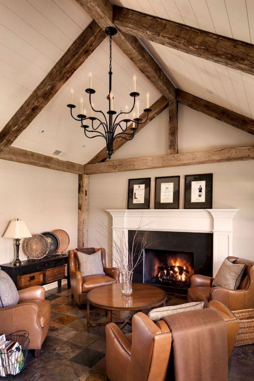Classic home style with cathedral ceiling which looks gorgeous and grand along with classy interior taste Image 12