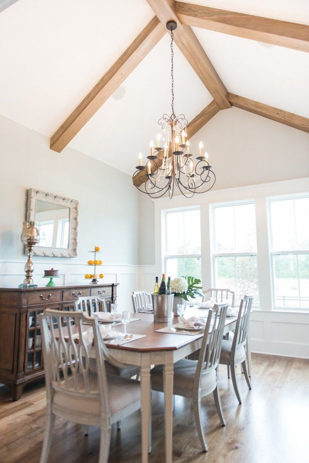 Classic home style with cathedral ceiling which looks gorgeous and grand along with classy interior taste Image 22