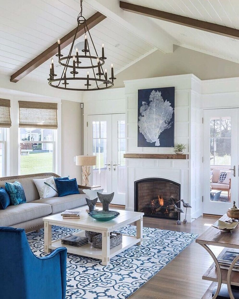 Classic home style with cathedral ceiling which looks gorgeous and grand along with classy interior taste Image 9