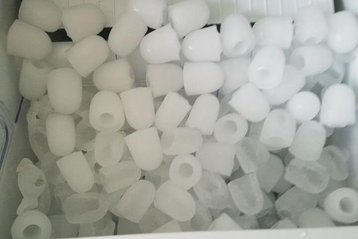 Ivation Counter Top Ice Maker Ice cubes