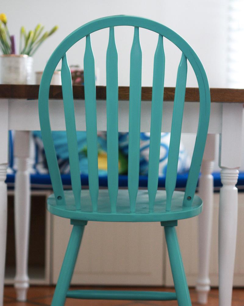 customiser une chaise en bois avec de