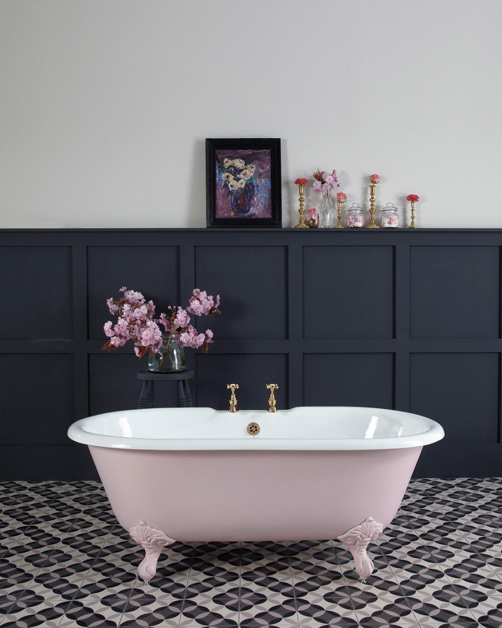 baignoire rose dans ma salle de bain