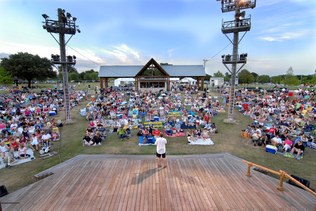 Shakespeare Dallas, Crowd at the park
