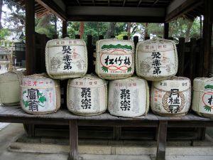 800px-jrballe_sake_barrels_japan_001