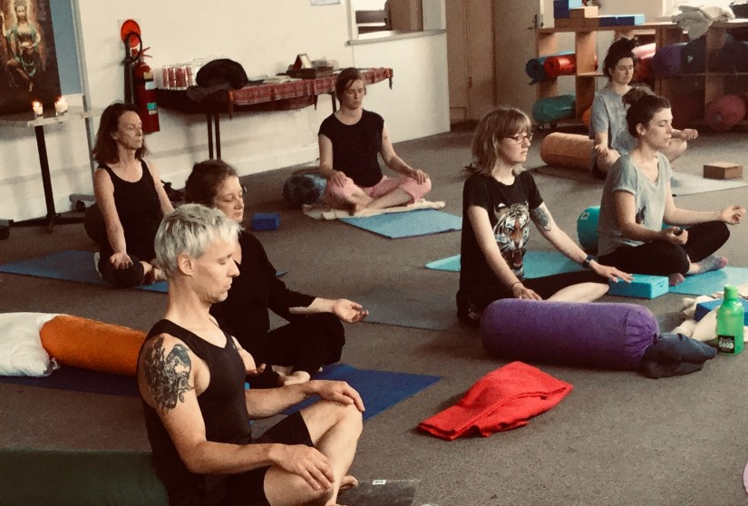 Yin Yoga, Shala Om