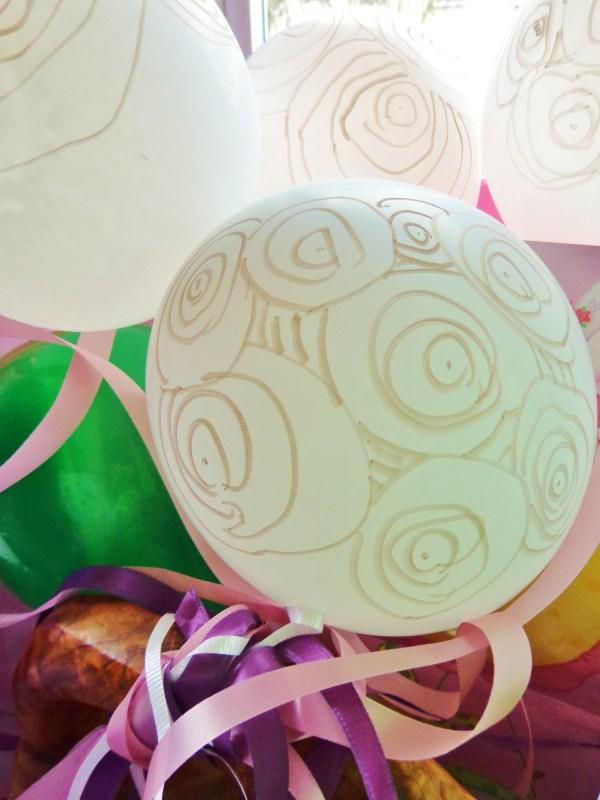 Gold circle festooned balloons on Shalavee.com