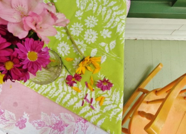 #Mums and #vintagelinens From Distracted on Shalavee.com