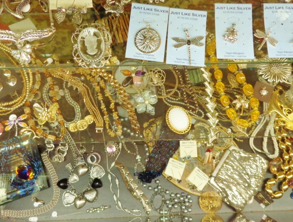 The jewelry case at Moonvine on Shalavee.com