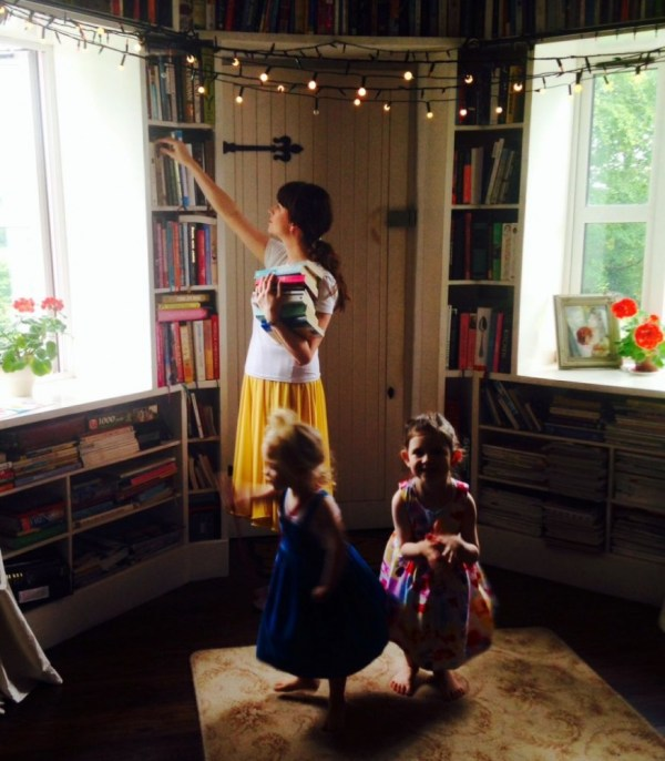 Jane in her library on the curious love of green from shalavee.com