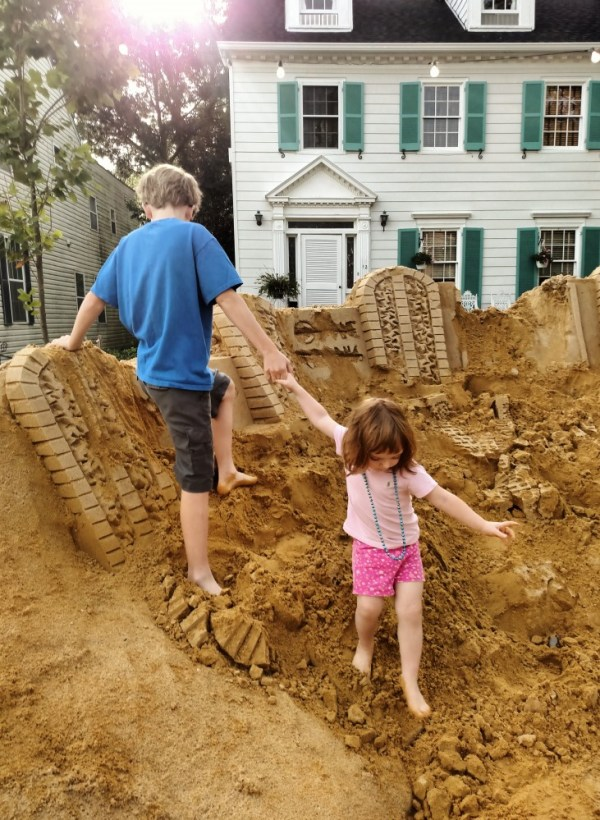 Destroying the sandsculpture on Shalavee.com