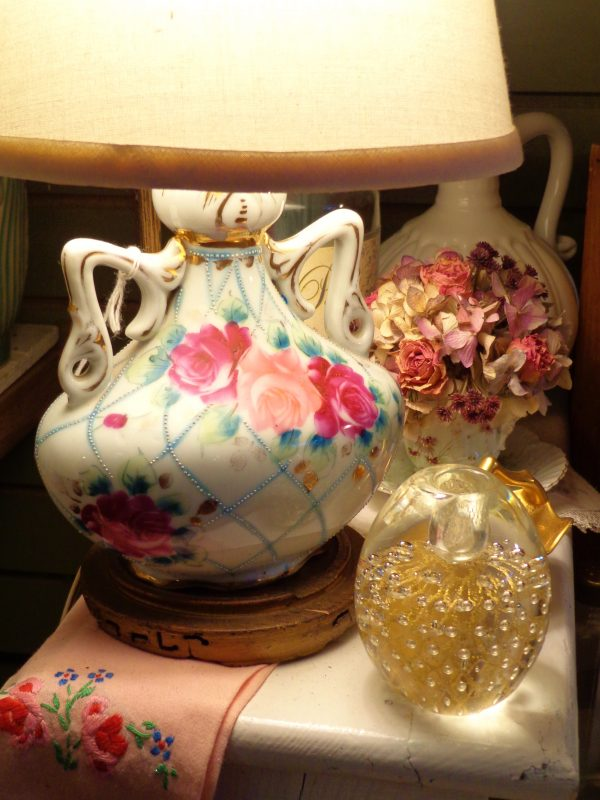 Antiques and florals at Moonvine on Shalavee.com