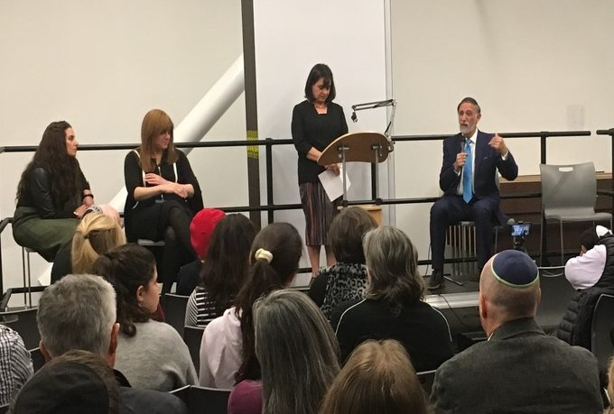 LISTENING%3A+At+a+recent+Shalhevet+Institute+event+moderated+by+Ms.+Julie+Fax%2C+center%2C+members+of+the+community+heard+Ms.+Atara+Segal%2C+Rabbi+Abraham+Lieberman+and+Rabbanit+Pnina+Neuworth+discuss+modesty%2C+leadership+and+other+concerns+in+Modern+Orthodoxy.