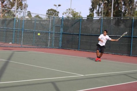 Tennis team ends season with no coach, no matches