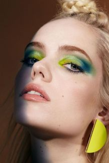 blue-green-ombre-makeup