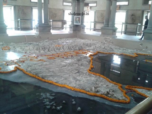 A2Z-BADGE-2017-blogging-challenge-theme-reveal-travel-stories-picture-speaks-louder-than-words-april-shalzmojosays-roadtrip-girltravel-india-Benares-Varanasi-Kashi-Mother-india-Mahatama-Gandhi-Republic-Day